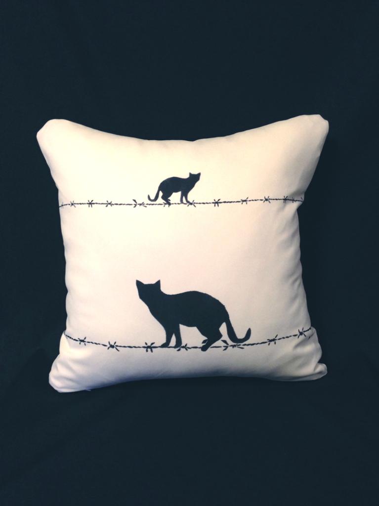cushion44_catbk_wh_naka