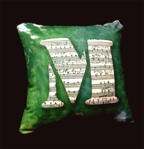 cushion44_mozart_ura_1naka