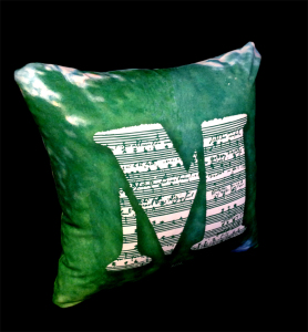 cushion44_mozart_ura_2_naka