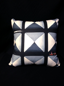 cushion_pyramid_omote_1
