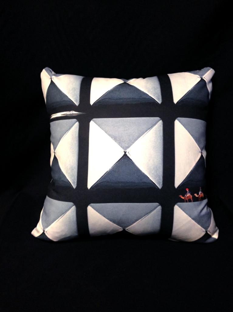 cushion_pyramid_omote_1