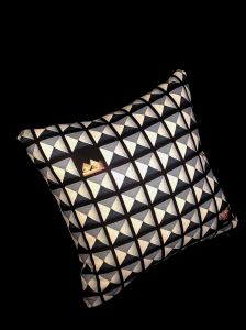 cushion_pyrmd_ura_nnue2